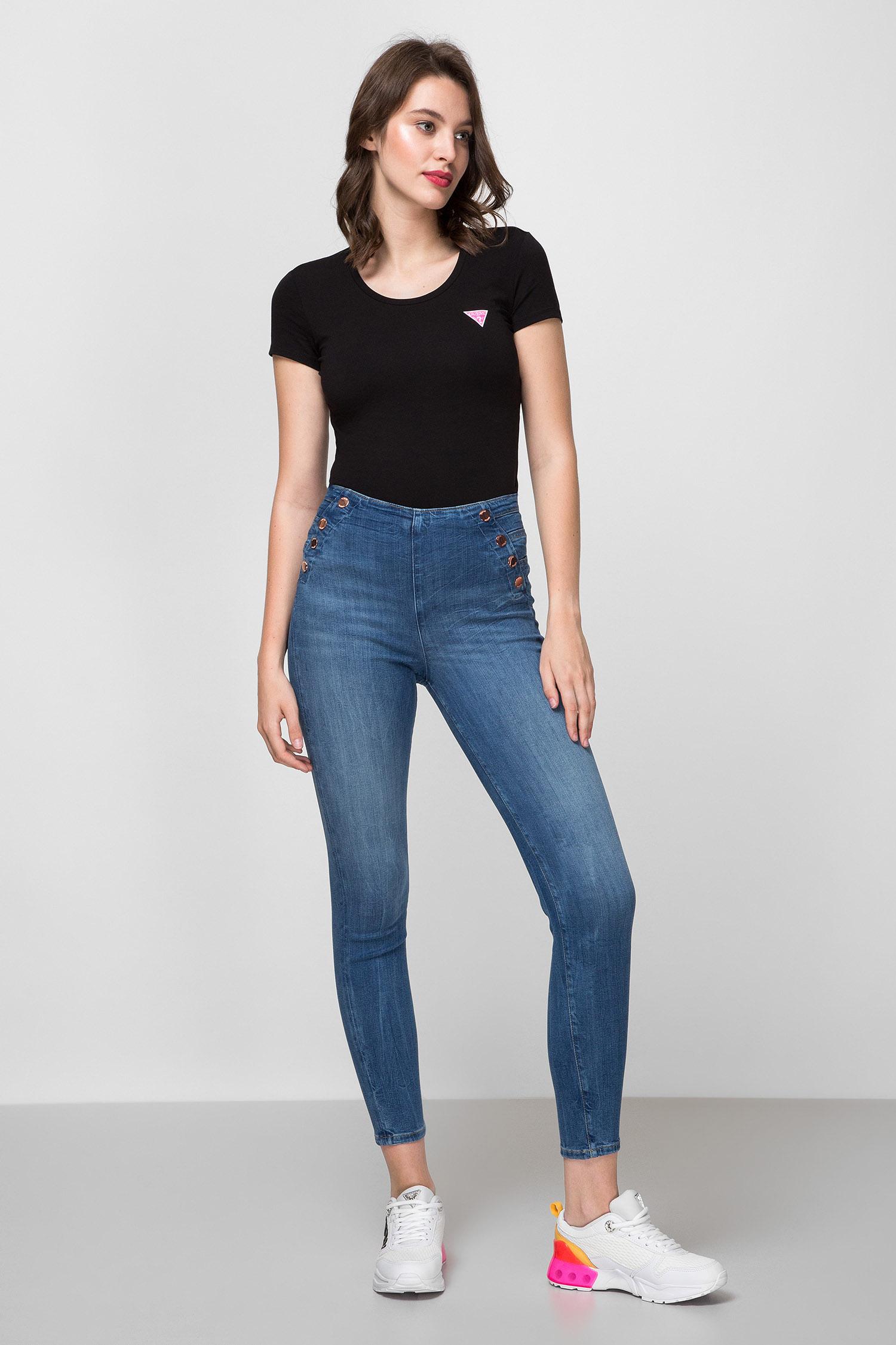 Женская черная футболка Guess W0YI87.J1300;JBLK